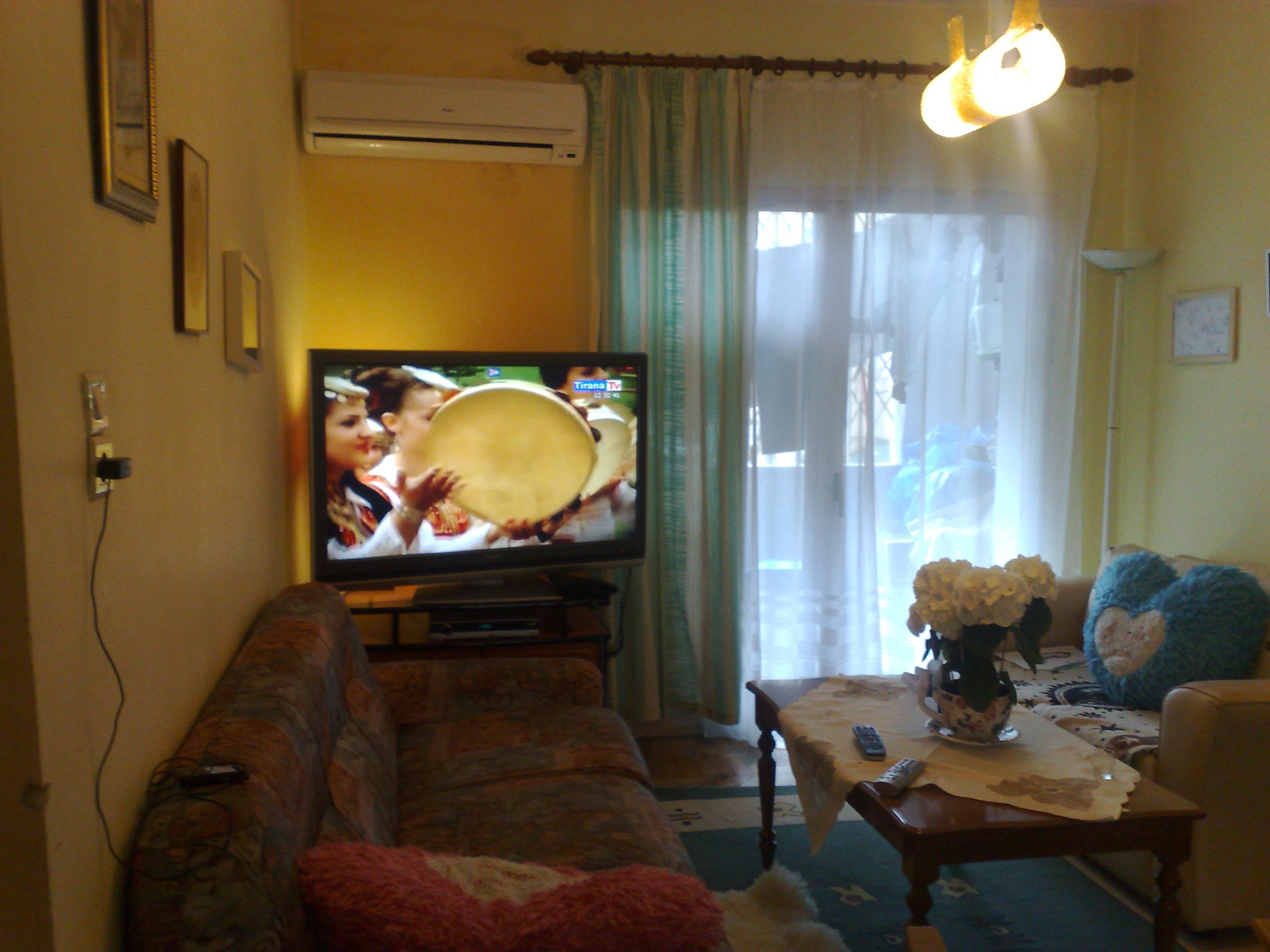TRS-0618-1141Shitet apartament 2+1 tek ish statcioni i Funidit i Tiranes se re