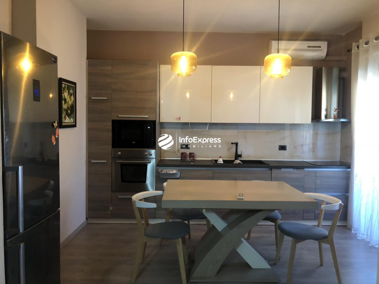 TRR-0618-1272 Jepet me qera apartament 2+1, ndodhet prane sheshit Avni Rustemi tek pazari i Ri