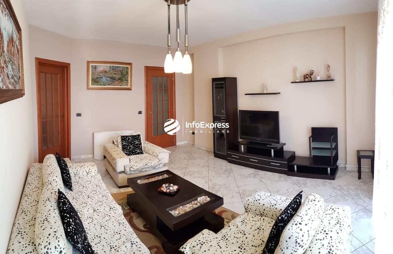 TRR-0618-1323 Jepet me qera apartament 2+1 ne bllok te Qendra Hekla