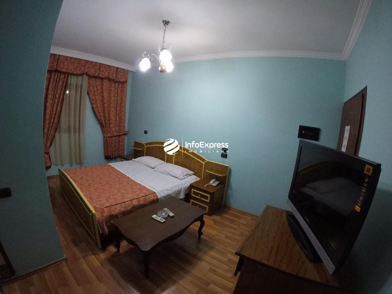TRR-0419-1502 Jepet hotel me qera ndodhet ne qender te Tiranes.