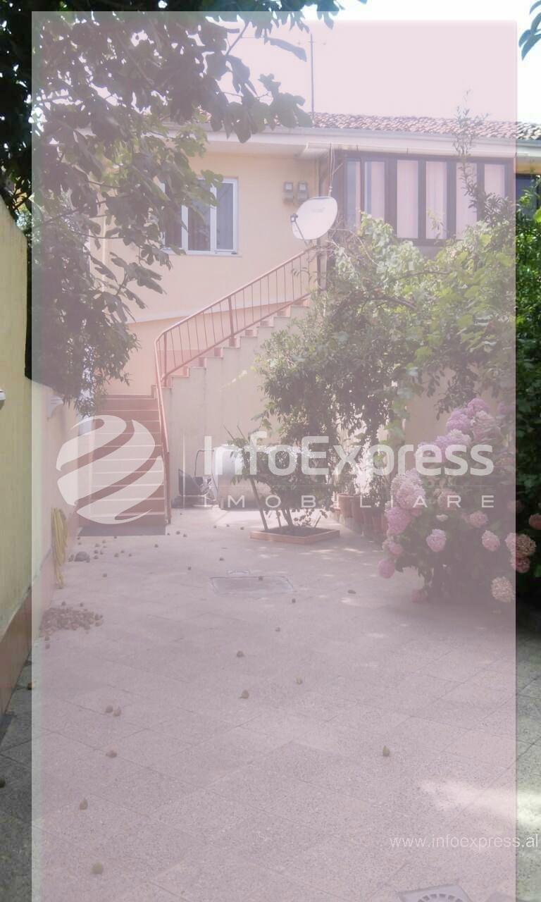 """TRS-617-716 Shtepi private ne shitje prane rruges """"Fortuzi"""""""