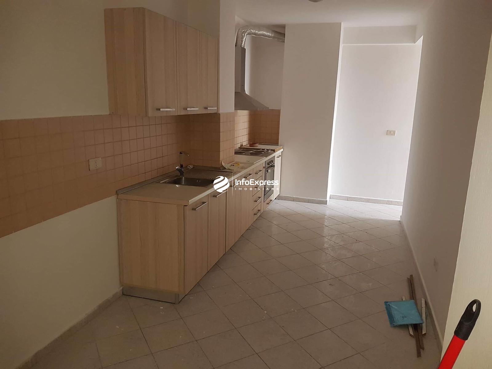 """TRS-0418-928 Shitet apartament 3+1 tek """"Petro Nini"""""""