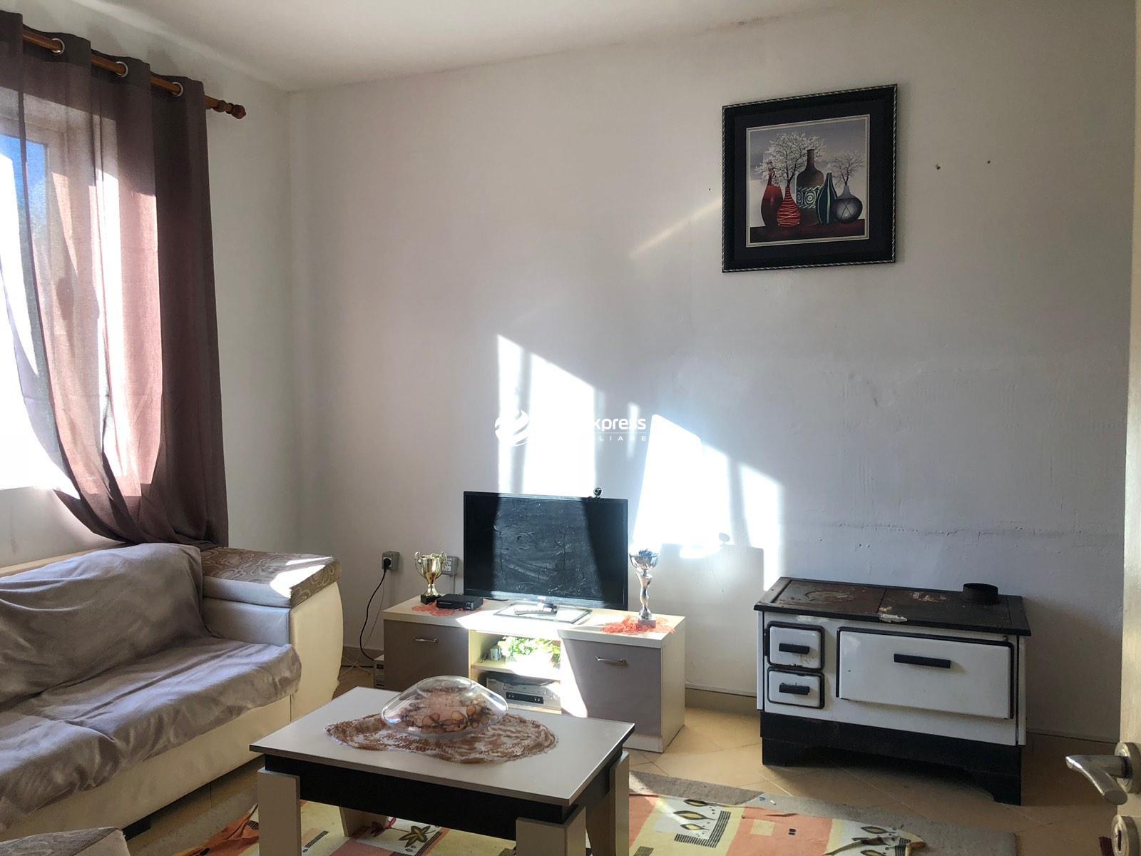 TRS-0419-1569 Shitet shtepi private nje kateshe ndodhet ne Sauk te vjeter!!