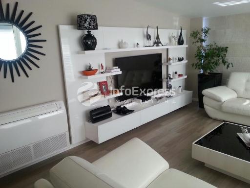 TRS-1215-369 Apartament 3+1 ne shitje ne Myslym Shyri