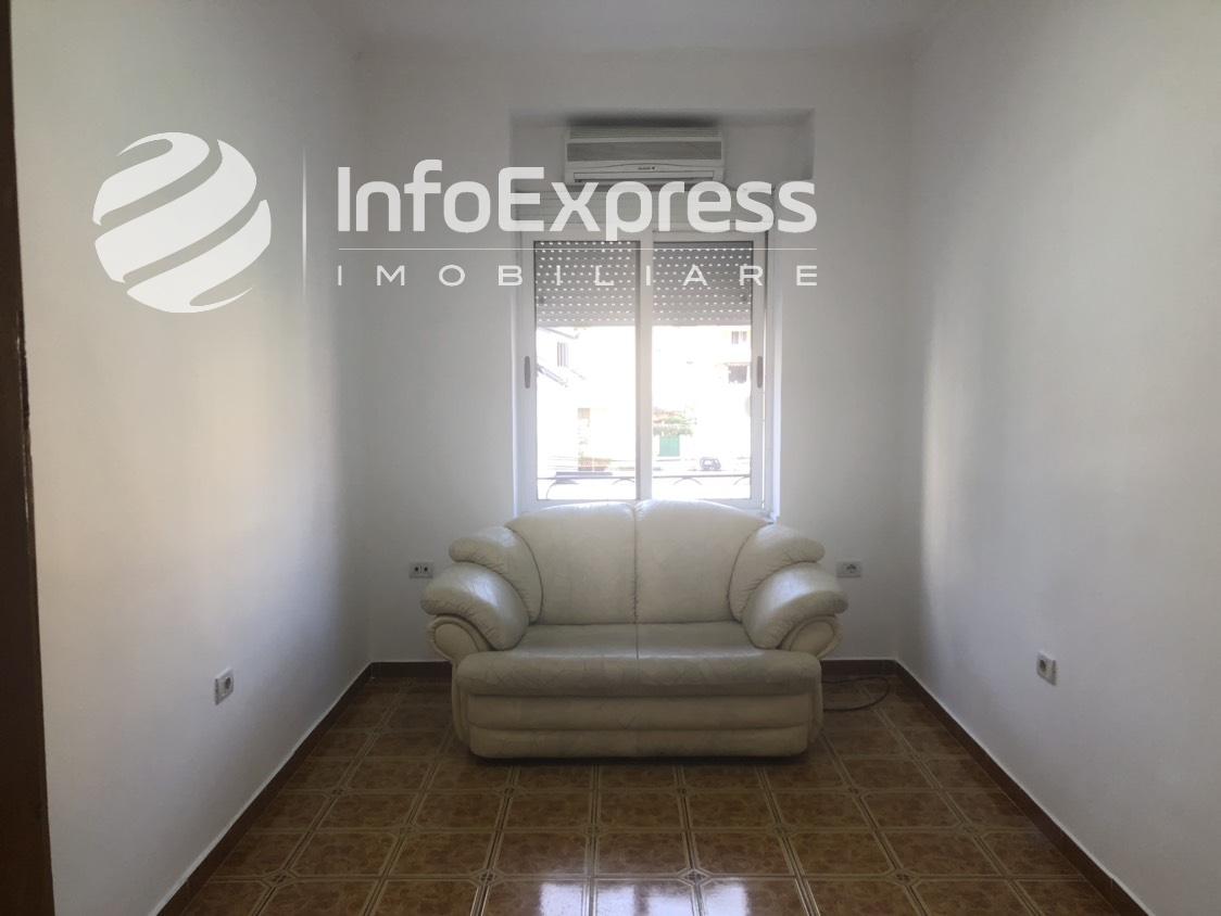 TRS-0418-826 Shitet apartament ne qender te Tiranes