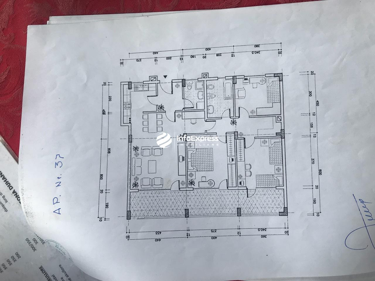 TRS-1217-835 Shitet apartament 3+1 ne qender te Bllokut