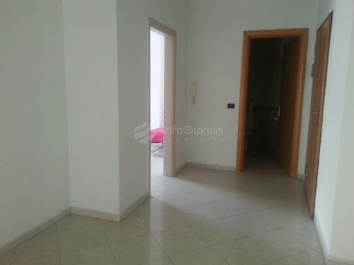 TRS-715-146 Shitet ambjent 200 m2 ne Qender te Tiranes