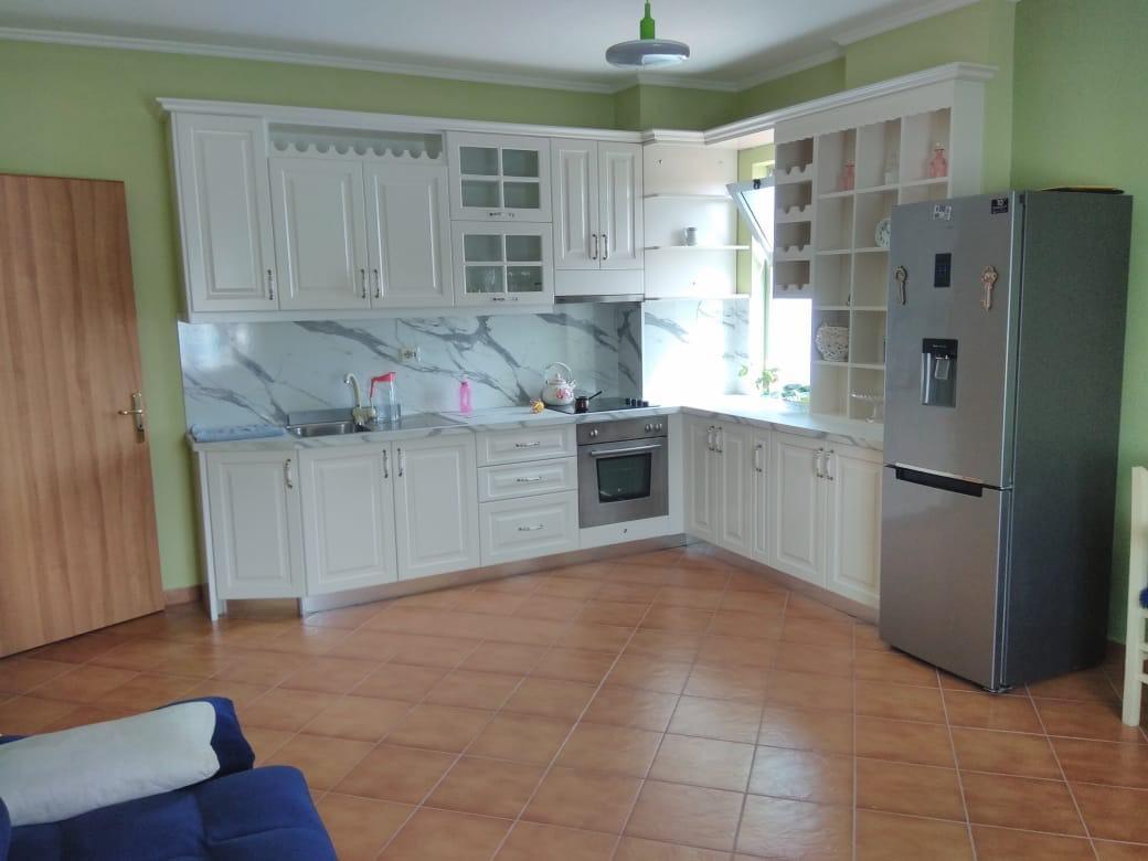 TRR-1654-1710 Jepet apartament me qera 2+1 tek rruga e elbasanit, prane ekonomikut.