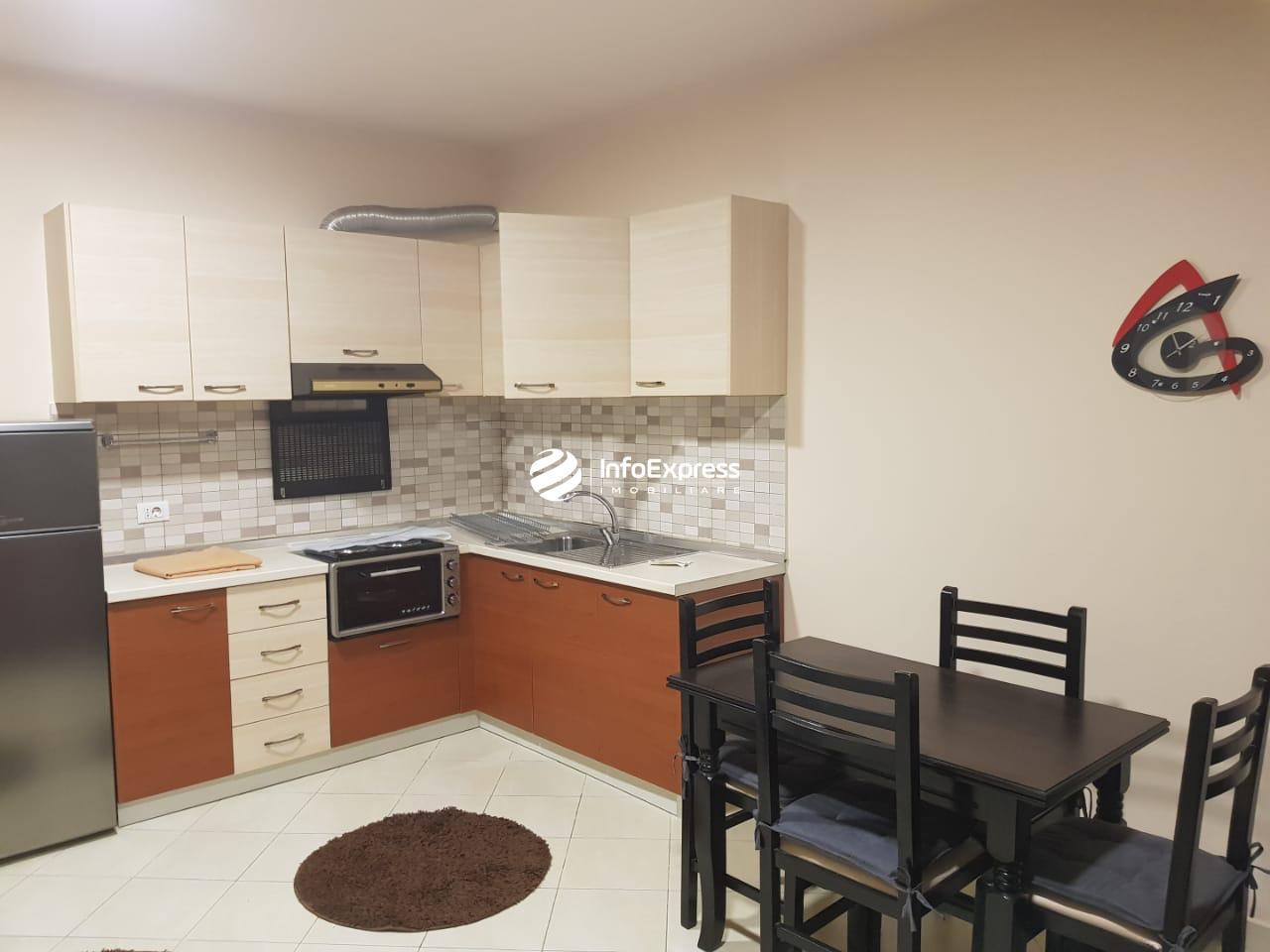 TRR-0419-1516 Jepet me qera apartament 1+1 ndodhet te rruga Kavajes.