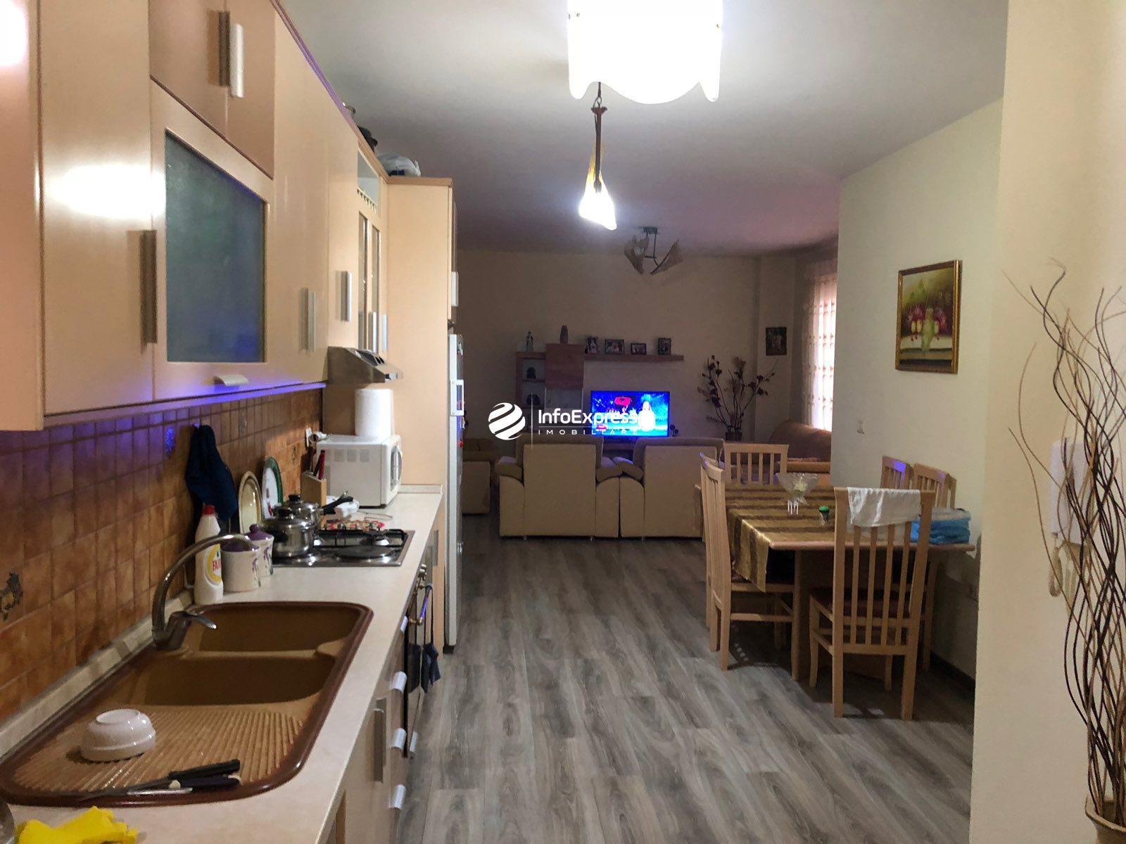 TRS-0419-1575 Shitet apartament 2+1 Ndodhet ne Yzberisht te KMY , prane pishinave Demneri!!