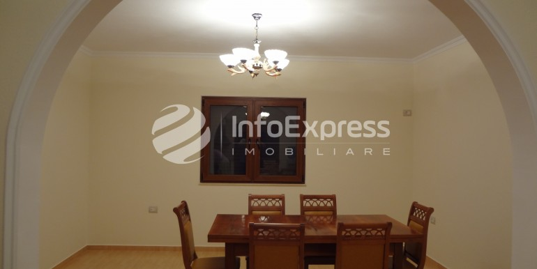 5- [1st floor] dinning room (arch shows the connection to the kitchen)
