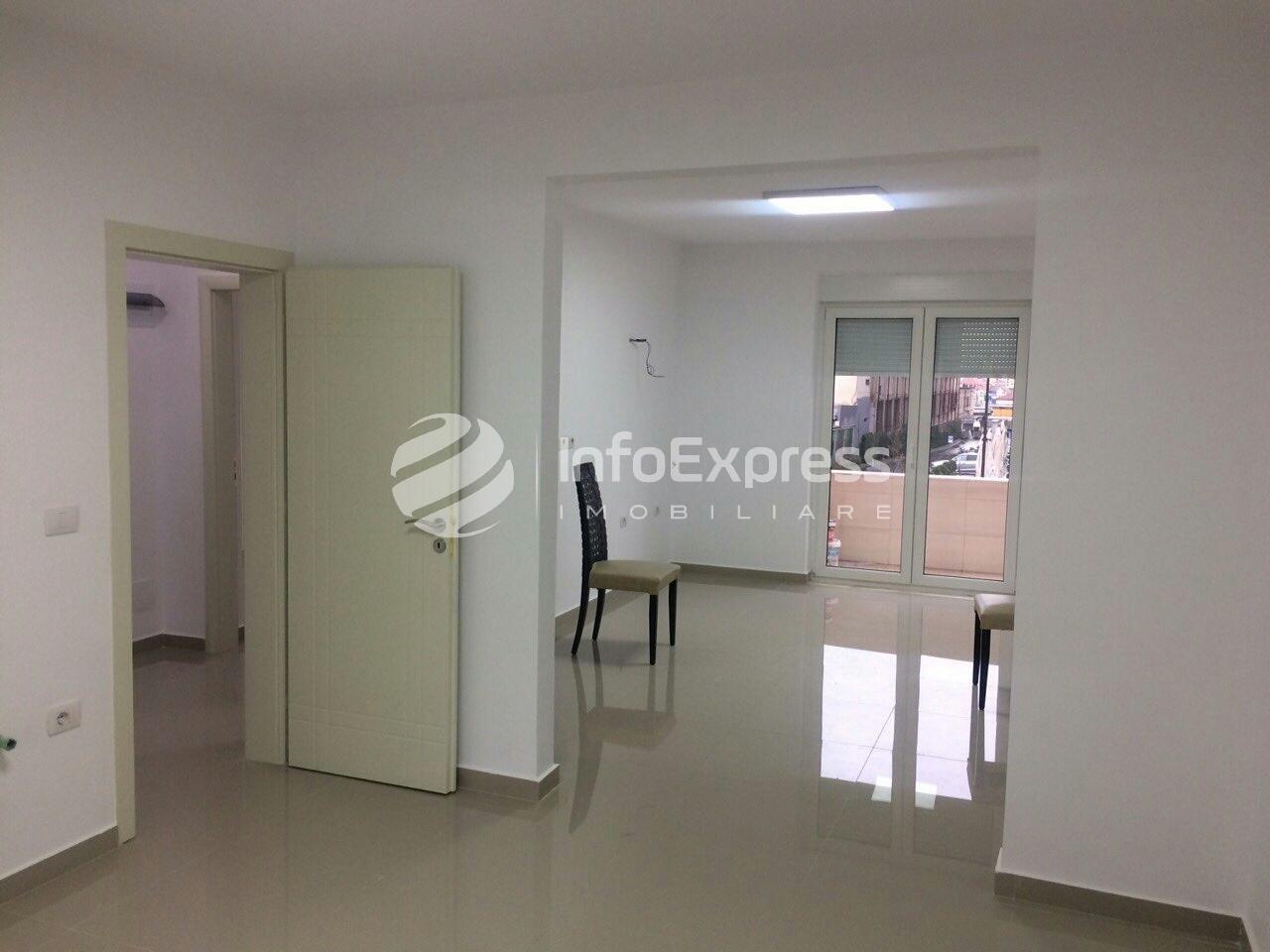 TRR-317-634  Apartament 80 m2 (2+1) me qera per zyra te Zogu i Zi.