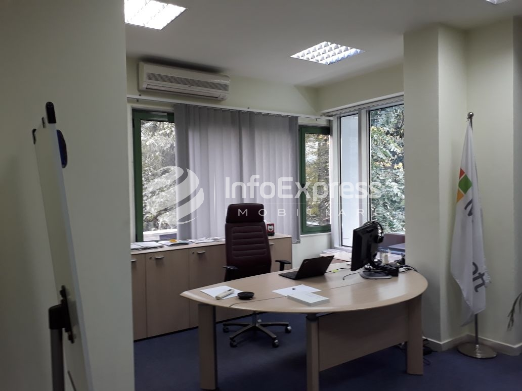 TRR-0218-800  Jepen zyra me qera ne Bllok