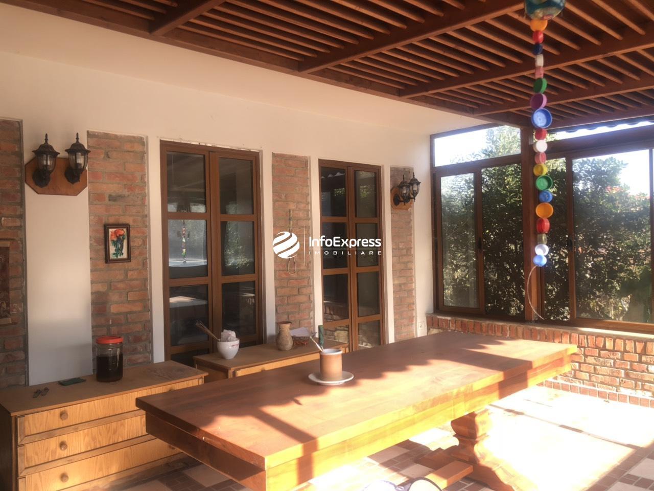 TRS-0618-1194 Shitet Rezidence ndertuar brenda nje trualli me siperfaqe prej 1300 m2