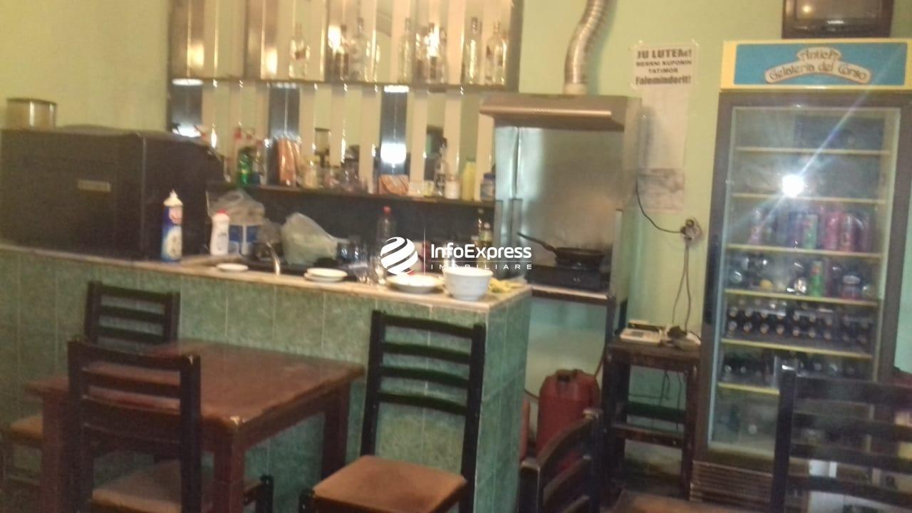 TRS-0419-1557 Shitet dyqan ndodhet ne qender te Kamzes.