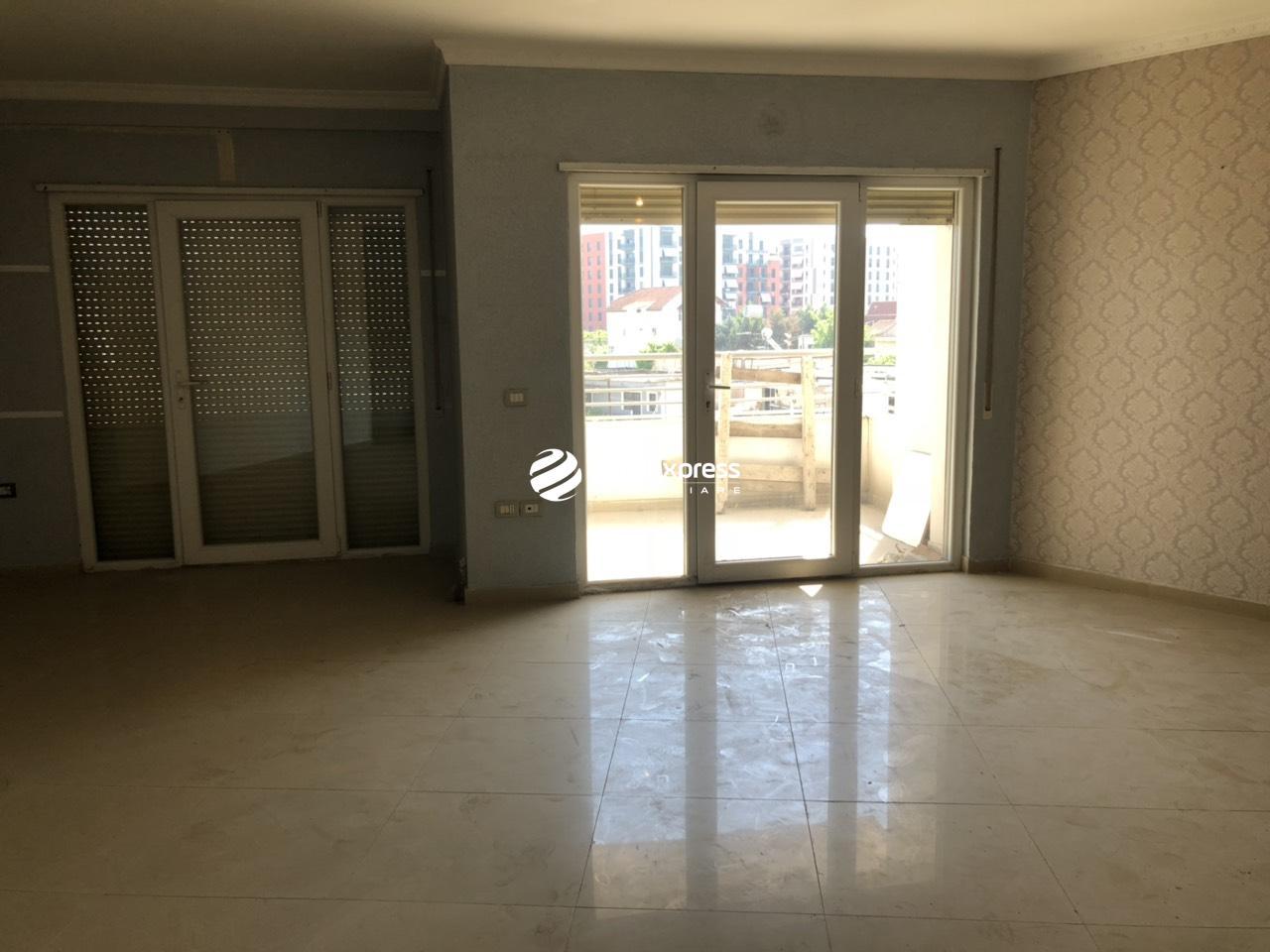 TRR-0419-1404 Jepet me qera apartament 3+1 ndodhet ne unazen e Re , mbi bar OSLO buze rruge
