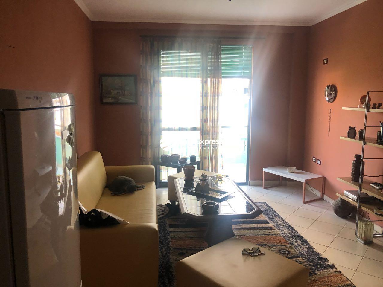 TRS-0419-1458 Shitet apartament 1+1 tek ish statcioni i fundit i Tiranes se Re.