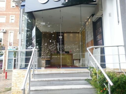 TRS-515-2 Shitet Dyqan me sip. 26 m2 ndodhet tek OSSHE  Blv. Gjergj Fishta, prane kujdesit ndaj klientit