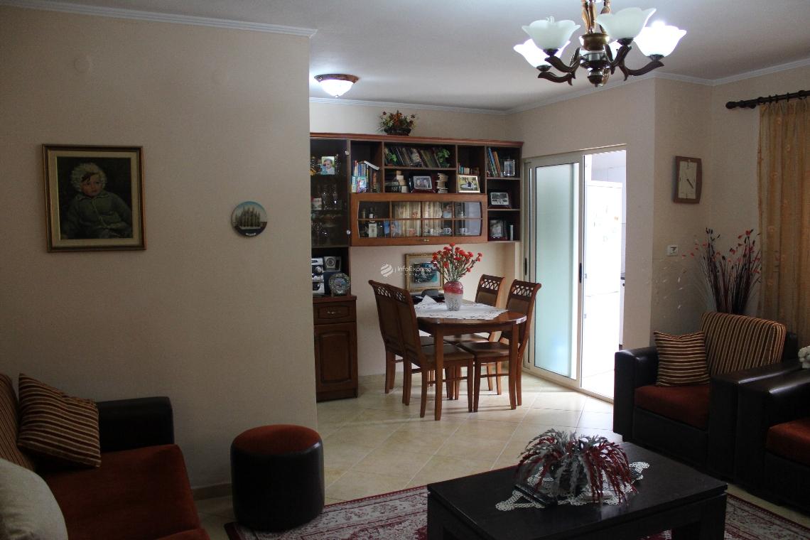 TRS-515-36 Apartament ekzistues 1+1 me sip. 64 m2 tek Blv. Zogu 1