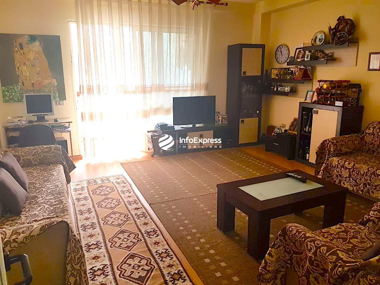 TRS-0419-1459 Shitet apartament 3+1 ne bllok, Ne rrugen Ismail Qemali.