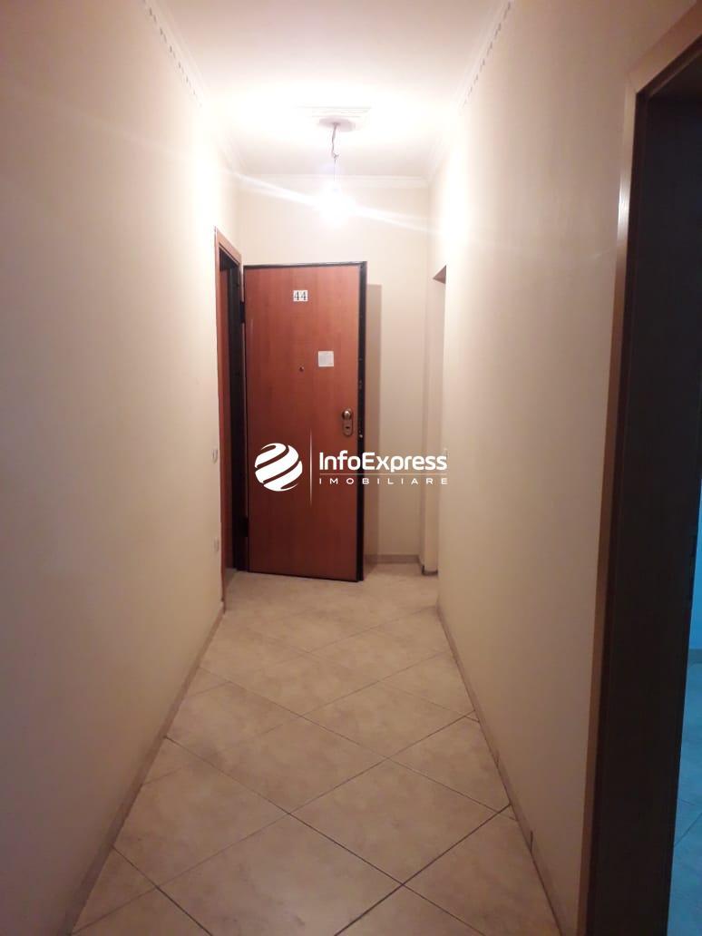 """TRR-0518-861 Jepet me qera apartament per zyra prane ringut tek """"Zogu i Zi""""."""