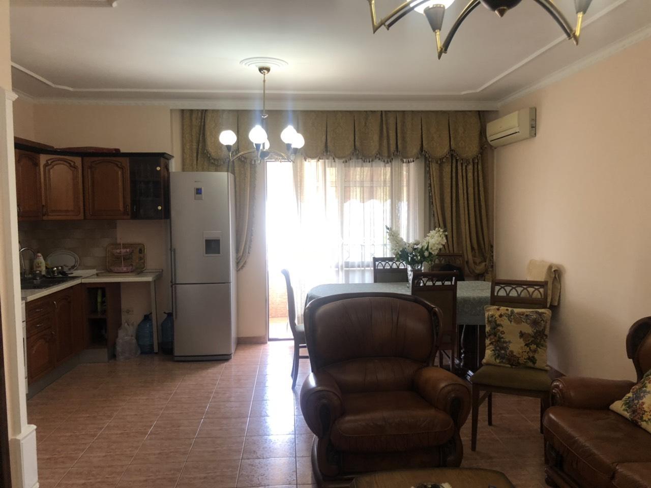 TRS-0419-1490 Shitet apartament 2+1 ndodhet ne nje lokacion shum te mire ne qender te Tiranes , pas Hotel Tiranes (15 Kateshit)!!