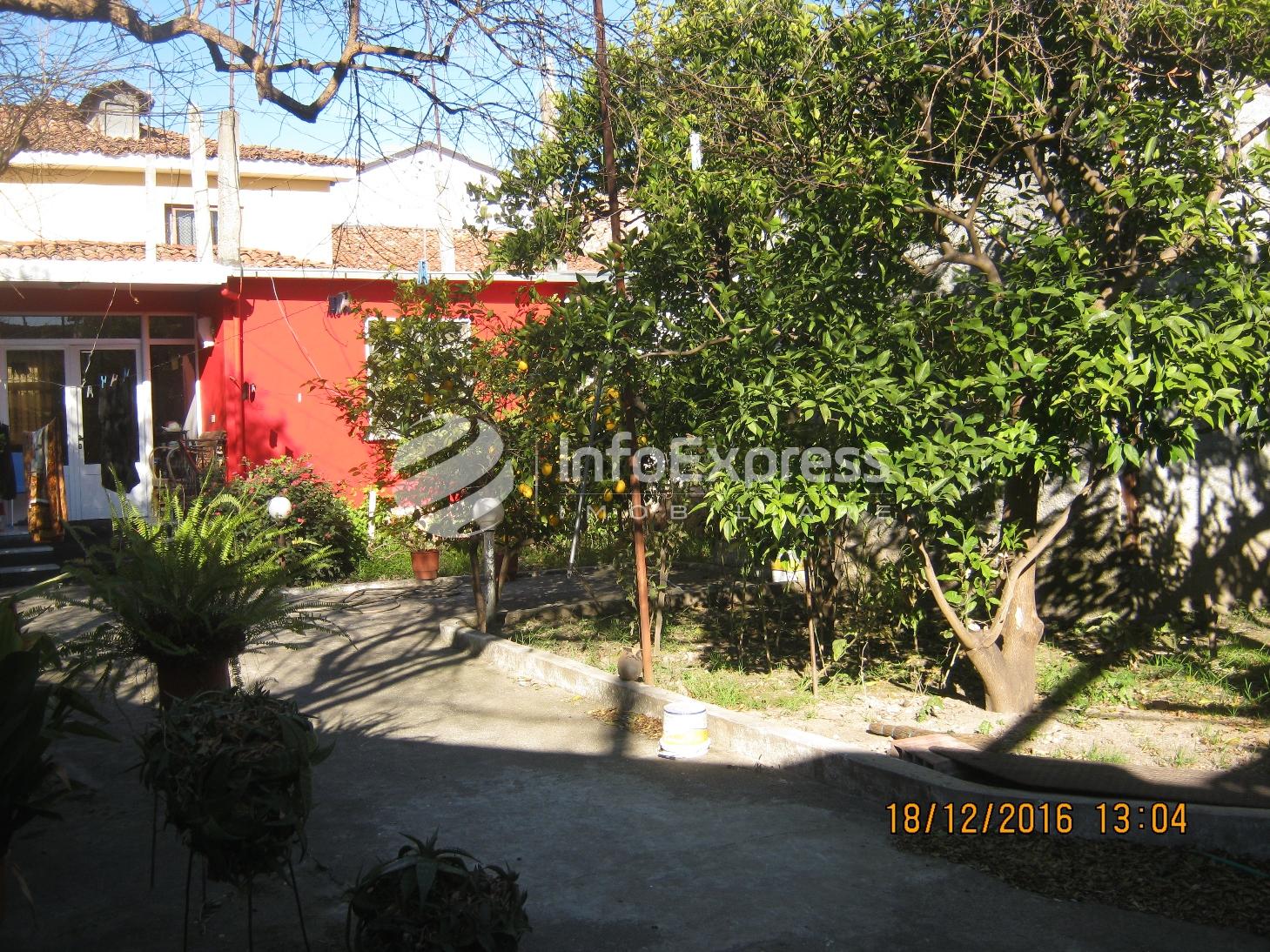 TRS-117-605 Shitet shtepi private me bahce, ne Elbasan.