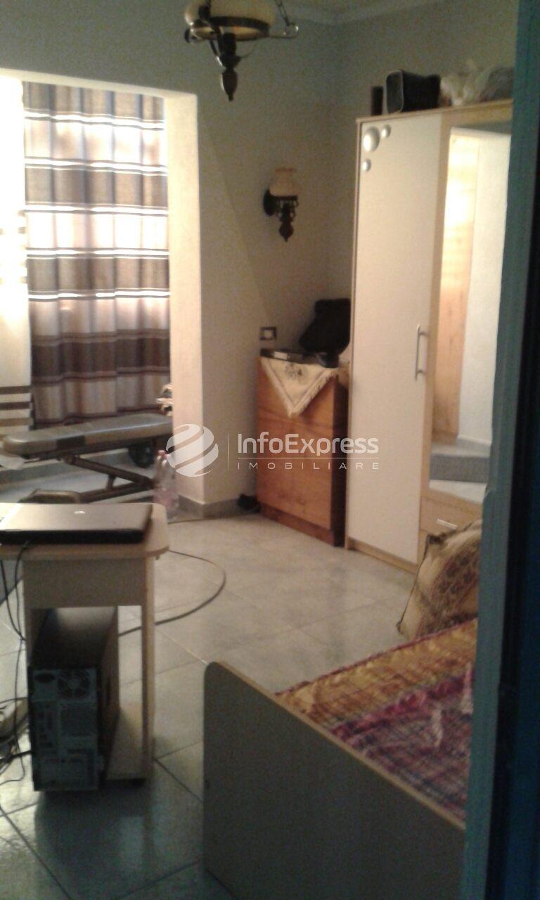 TRS-817-739Shitet apartamente me sip 130 m2 prane Vasil Shantos.