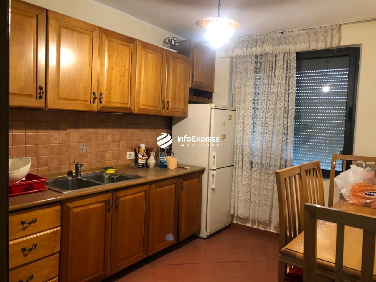 """TRR-0457-1955  Jepet me qera apartament 2+1 ( ambjent per zyre ) me siperfaqe 65 m2 ne rrugen """"Muhamet Gjollesha"""""""